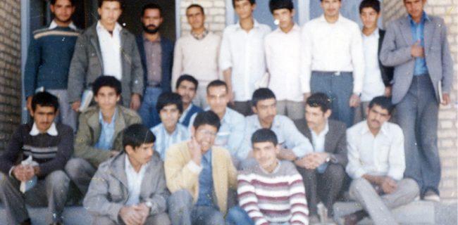دانش آموزان سال چهارم رشته اقتصاد دبیرستان سرگردرئیسی صدرآباد رستاق در سال ۱۳۶۴
