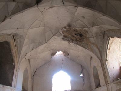 تنبی اسلام آباد، بنایی متفاوت در رستاق