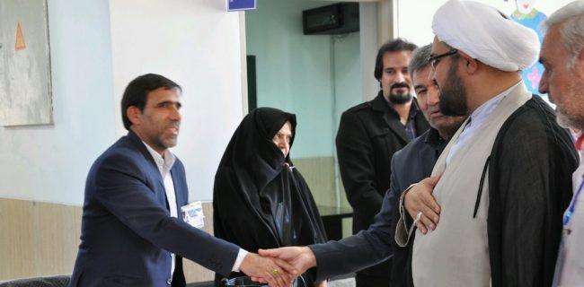 بازدید امام جمعه رستاق از روند برگزاری انتخابات