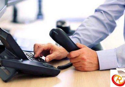 پزشکی که به مردم رستاق مشاوره تلفنی می دهد
